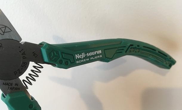 潰れた(なめた)ネジを回せるネジザウルス