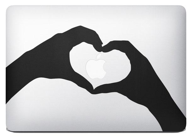 白雪姫も!MacBook AirのCMに登場するカスタムステッカーをamazonで探してみた。